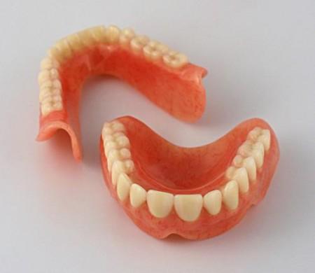 Установить зубной протез
