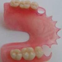 Уход за зубными протезами: как привыкнуть к новым зубам?