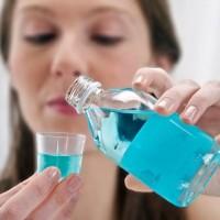 Жидкость для полоскания рта: ополаскиватели полости рта и зубные эликсиры